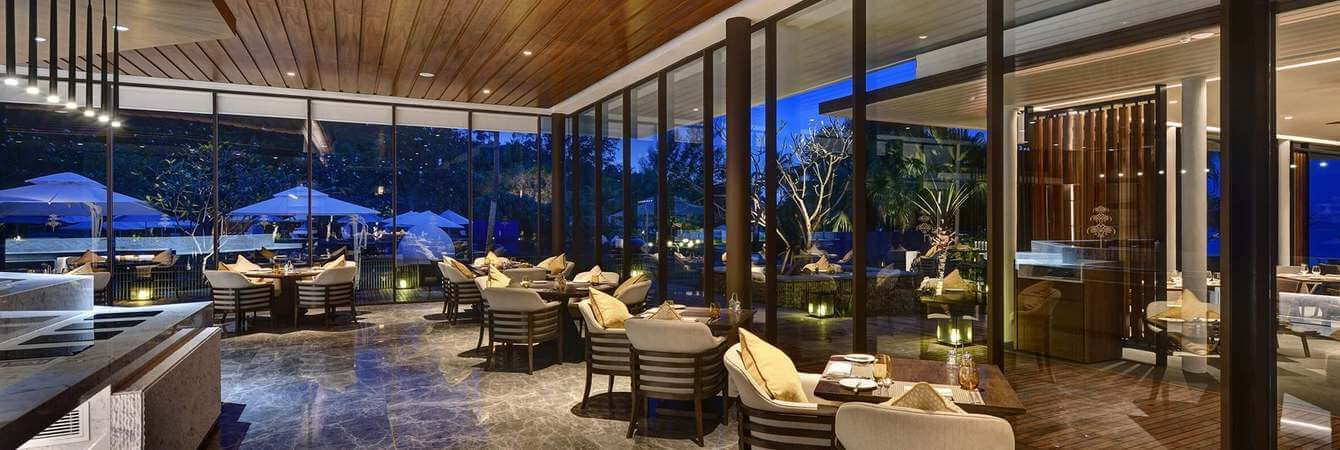 the-danna-langkawi-the-terrace-offers-a-variety-of-light-meals-and-italian-cuisine-night-shot_jpg_1340x450_default
